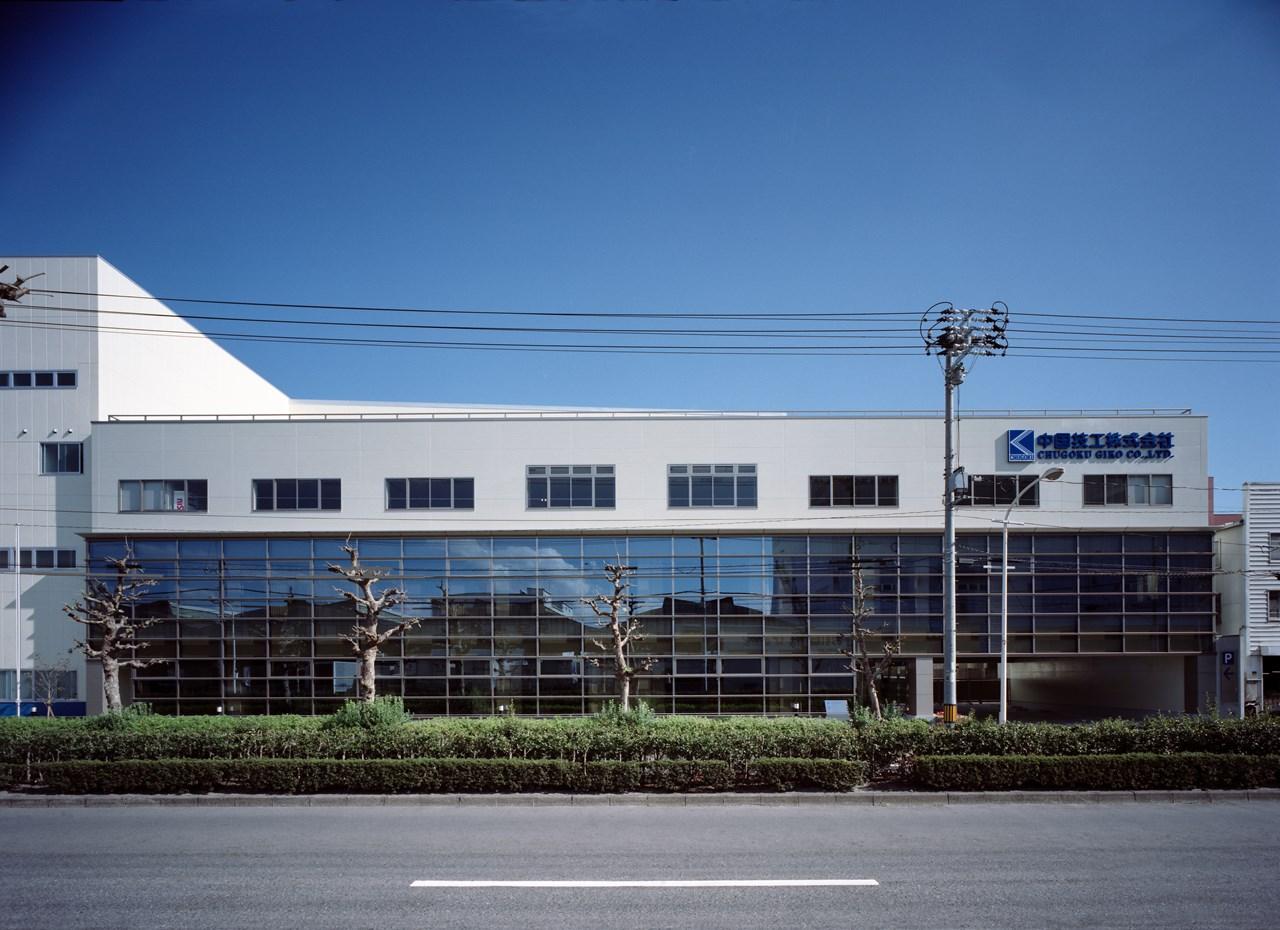 写真:シーコム株式会社本社社屋及び工場