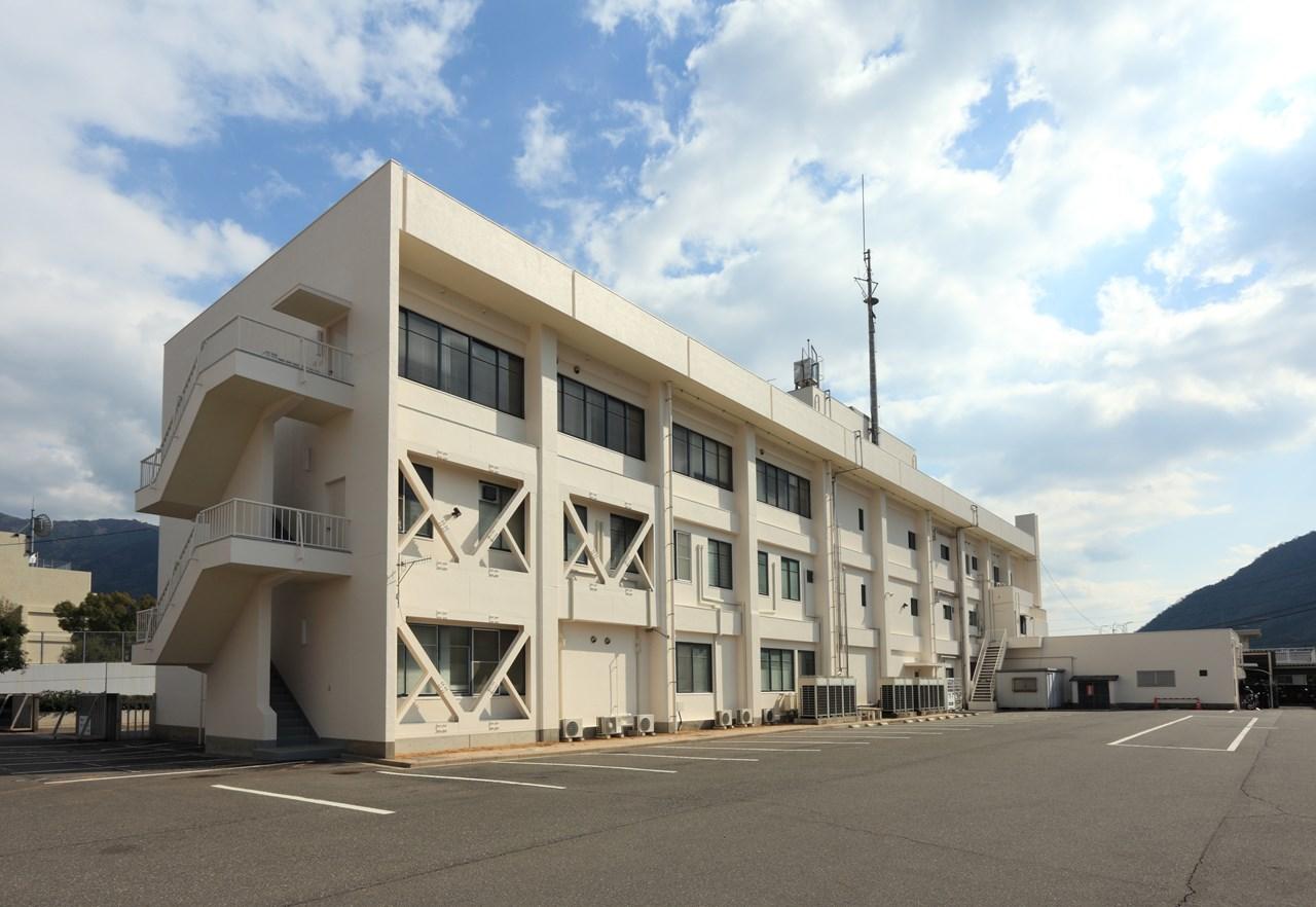 写真:安佐北警察署庁舎及び武道場