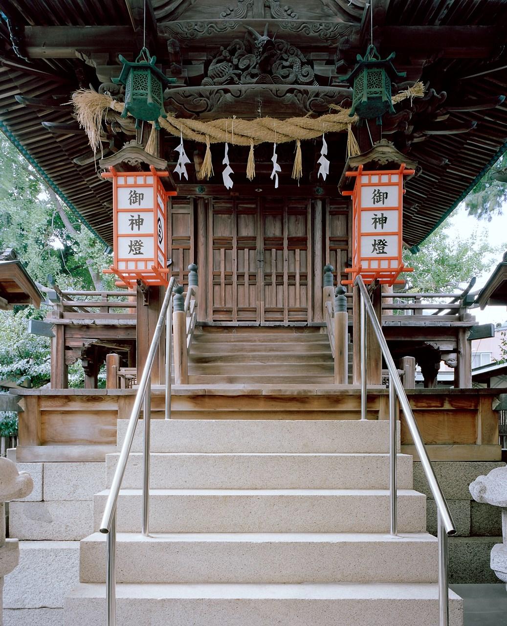 写真:宇津神社本殿及び拝殿