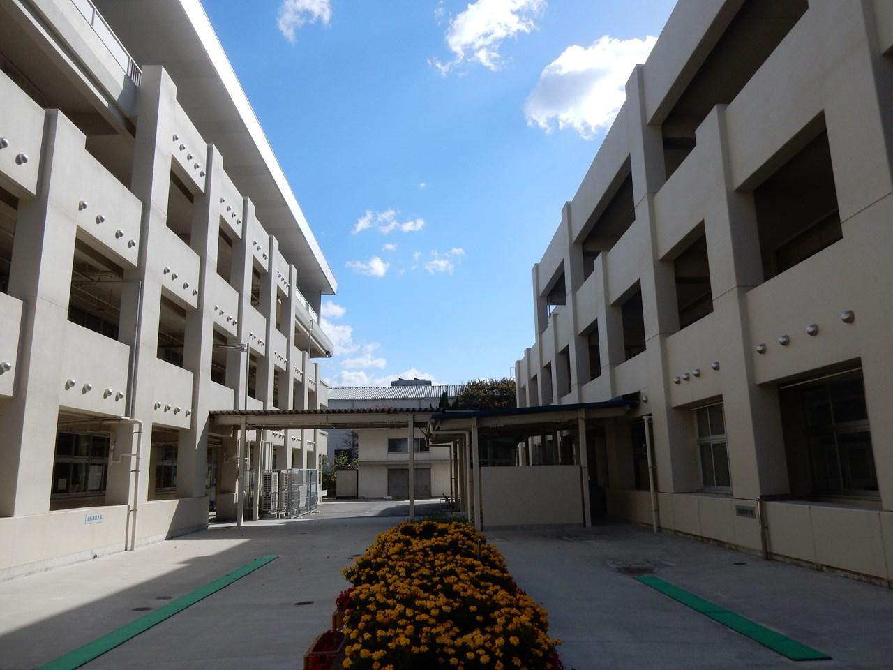 写真:広島市立長束小学校