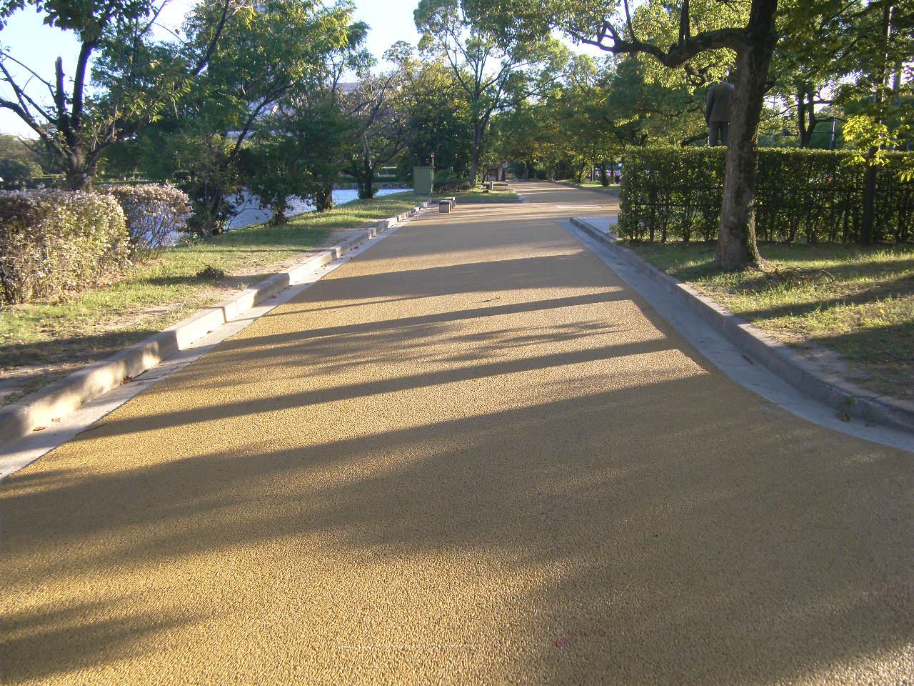 写真:中央公園遠路舗装改良工事