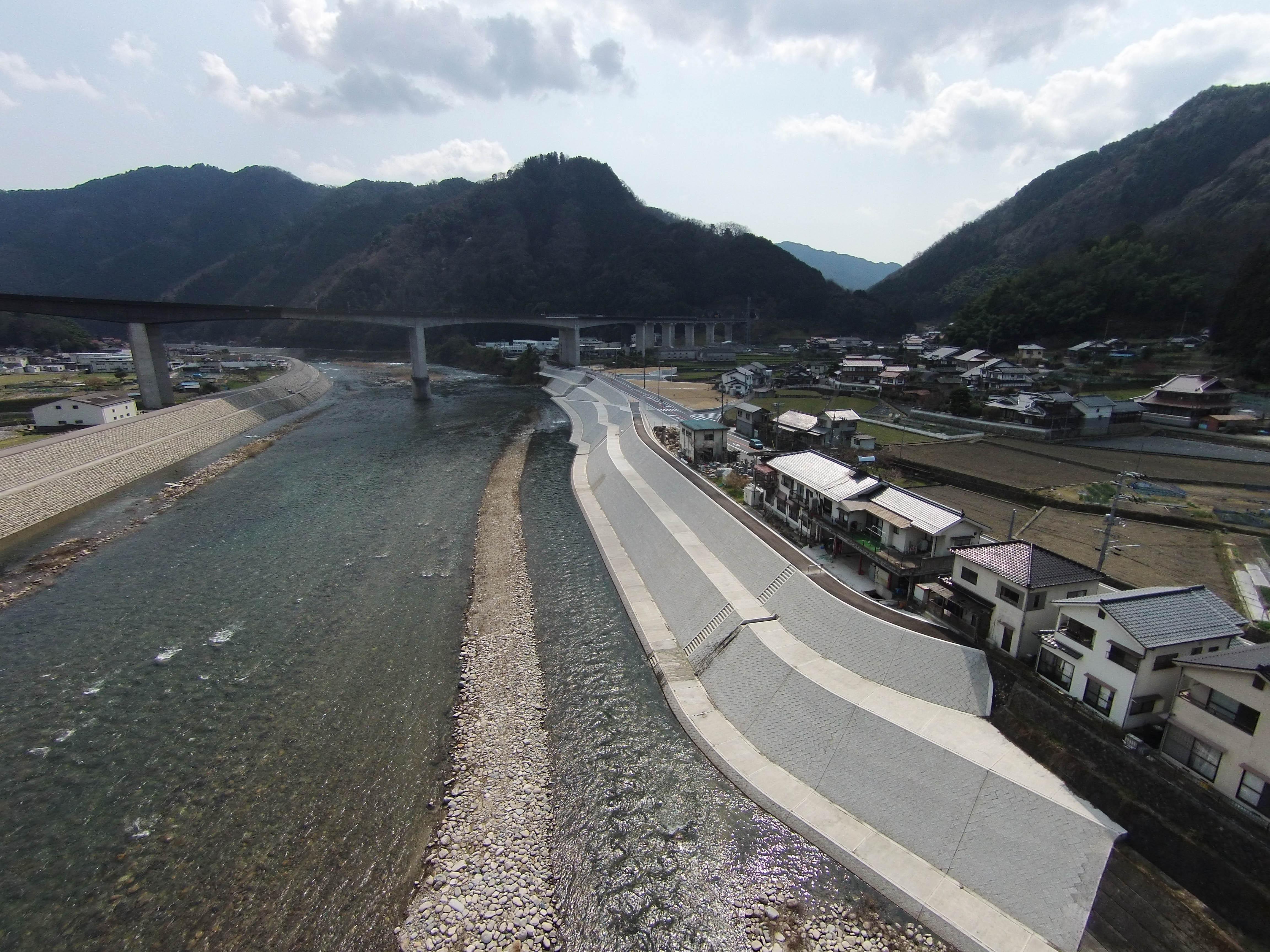 写真:太田川中組地区堤防外第2工事