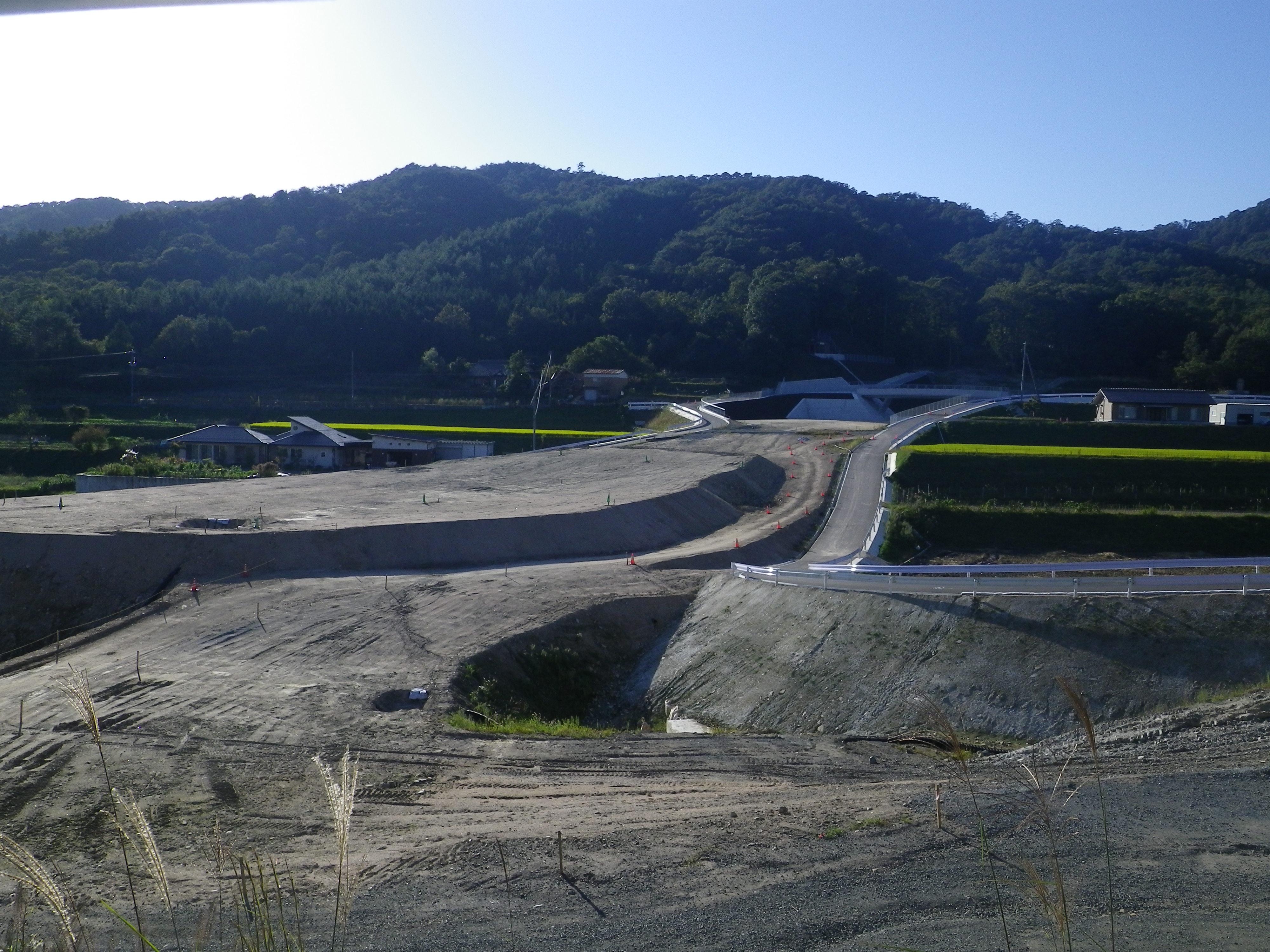 写真:東広島高田道路(主要地方道吉田豊栄線)道路改良工事(その2)①