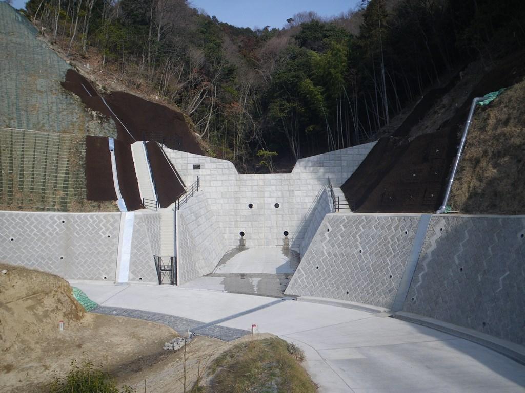 写真:広島西部山系緑ヶ丘2号砂防堰堤